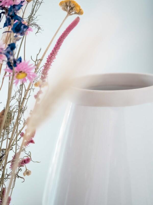 vase white flowers