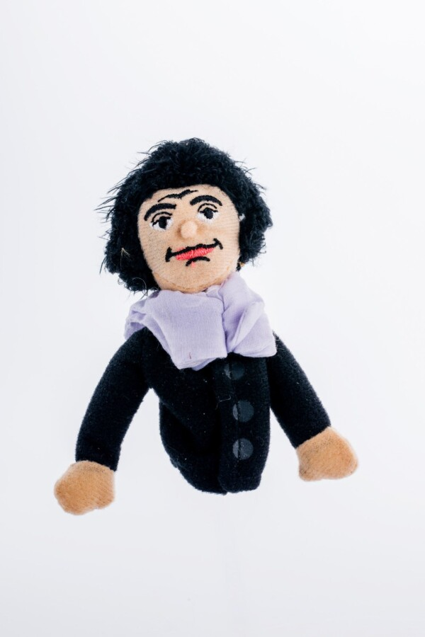 Finger puppet and magnet Spinoza