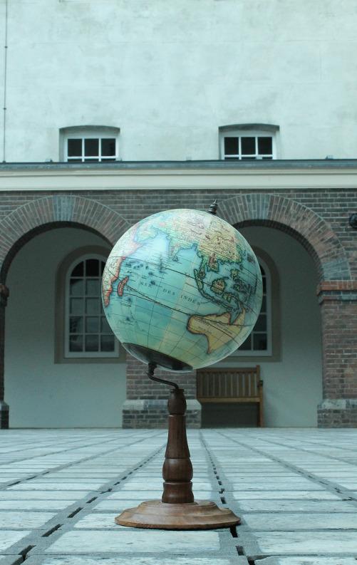 Vaugondy Globe 1745 op standaard